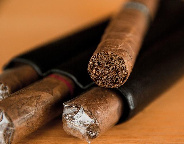 Tabacos Cava De Puros Logo